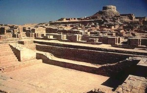 Mohenjodaro ruins with great bath in front
